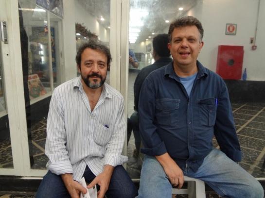 Batento um papo na galeria com Sérgio Minervini.