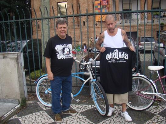 Feira de carros antigos da Luz em São Paulo, no dia 07 de Abril de 2013 com o amigo Alemão (OTRA VIDA) das bicicletas customizadas.